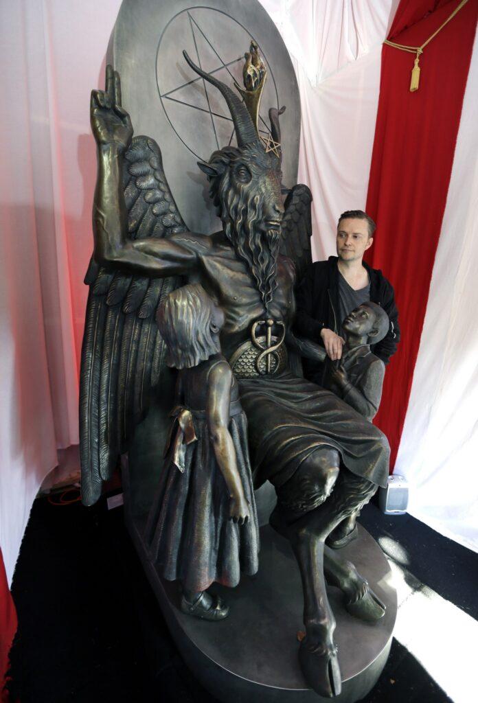 Estatua satânica